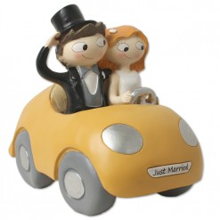 Figura de novios en coche para tarta