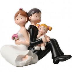 Figura novios con bebé niña.