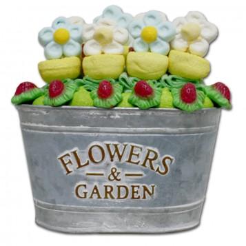 Maceta de metal ovalada con flores de chuches