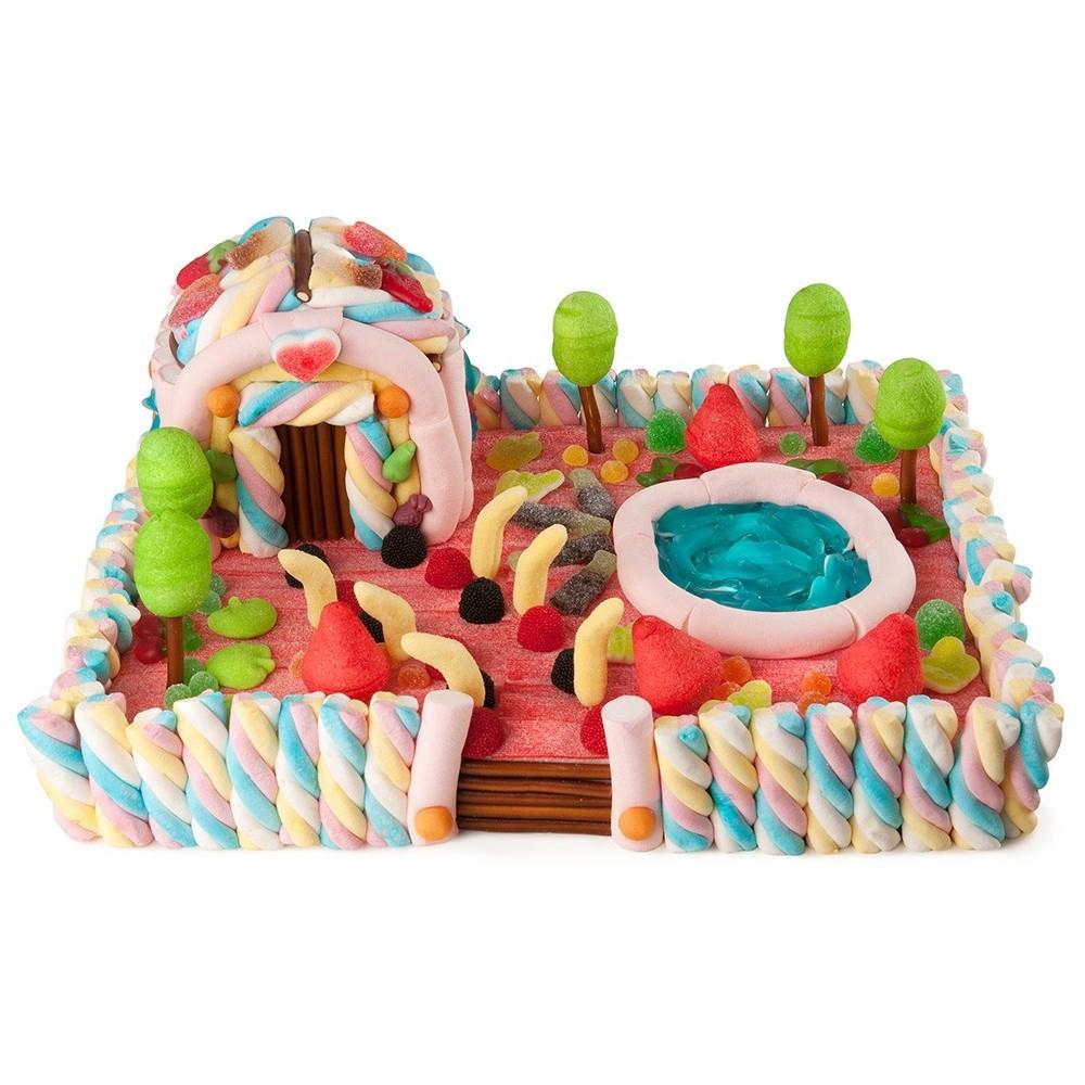 Tartas maxi casa de chuches con piscina tarta chuches for Casa con piscina para alquilar por dia